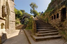 Le Faouët  Dans une campagne très vallonnée, Le Faouët regorge de sites enchanteurs, promesses de belles randonnées. Qui pourrait imaginer trouver ici, …